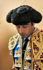 Matador de Toiros Enrique Ponce indulta um toiro em Fuengirola