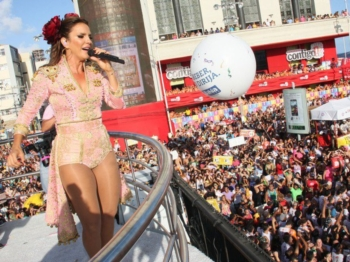 Ivete Sangalo com fato de Toureira no Carnaval 2013