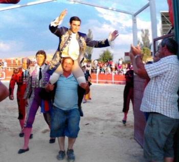 David Gomes saiu em ombros e cortou 3 orelhas em Cogollos (Guadalajara)