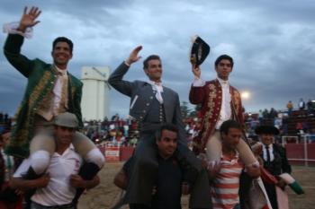 Paulo Jorge Santos e Miguel Moura cortam 3 orelhas em Paredes de Nava (Espanha)