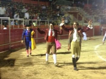 João Ribeiro Telles e amadores de Lisboa triunfam em Ixil, Yucatán.
